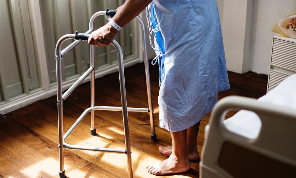 Seguridad en la habitación de los mayores o ancianos