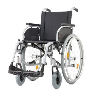 Silla de ruedas manual autopropulsable ligera y manejable